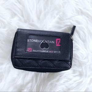 Stone Mountain Accessories Bags - ❄️ • Black Quilted Wallet •
